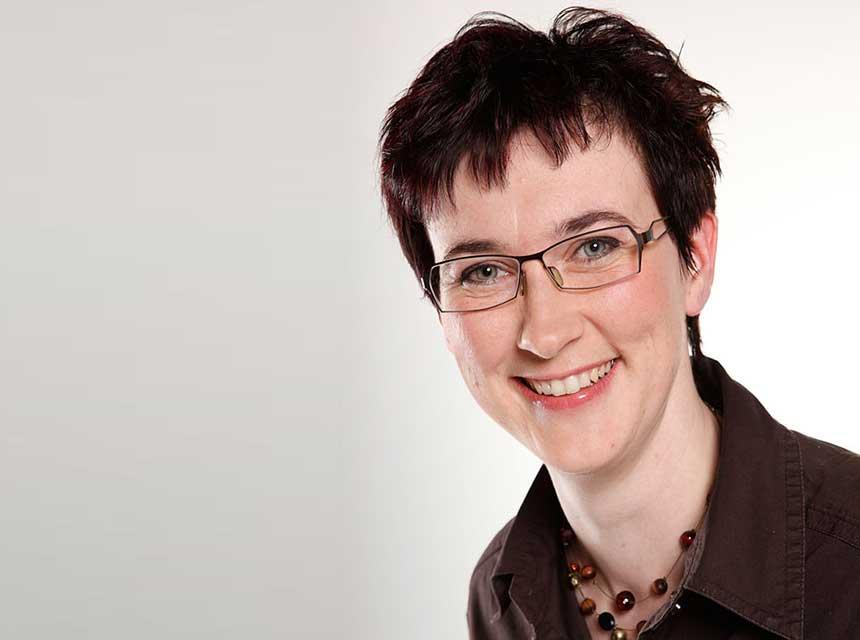 Augenoptikmeisterin Isabell Neuhaus Leiterin des MEC Kontaktlinseninstituts